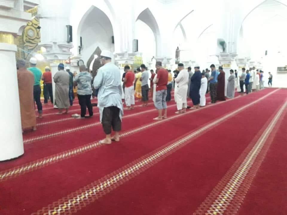 Hukum Shalat Berjamaah di Masjid Dengan Shaf Renggang